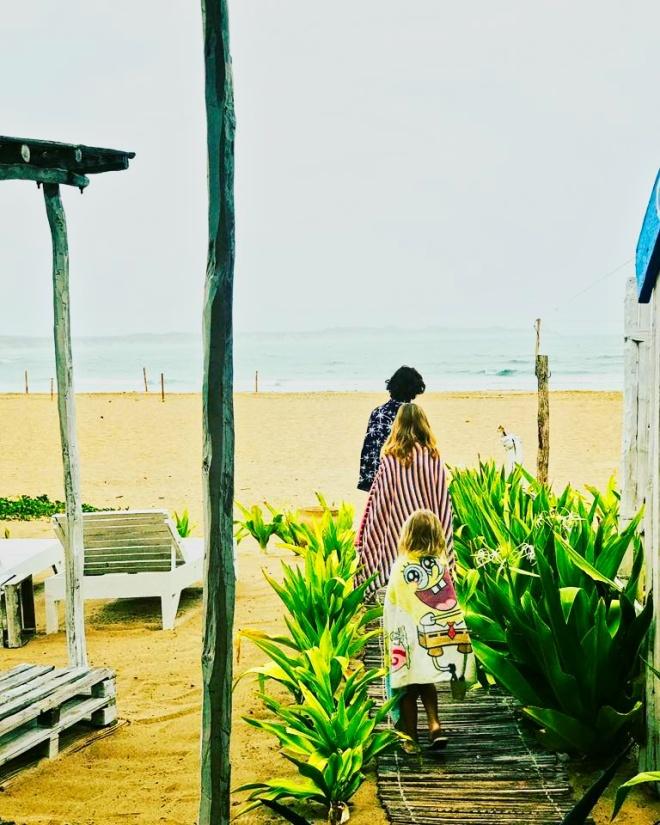 miudos praia do tofo moçambique.jpeg